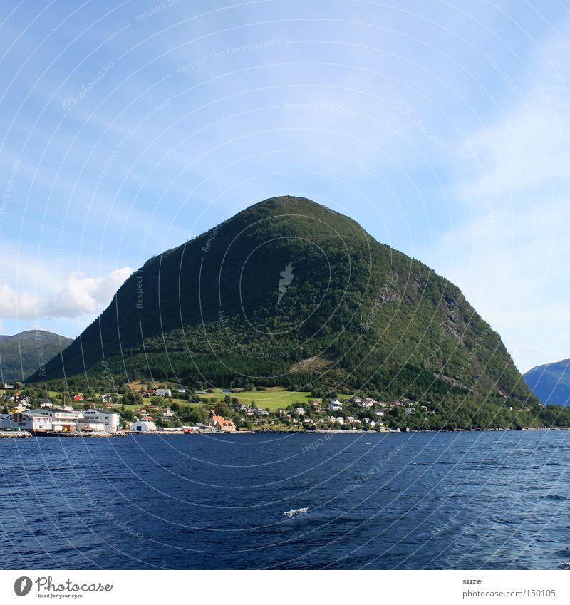 Meerbusen Himmel Natur blau Wasser Sommer Wolken ruhig Wald Landschaft Umwelt Berge u. Gebirge Freiheit Küste Urelemente Schönes Wetter