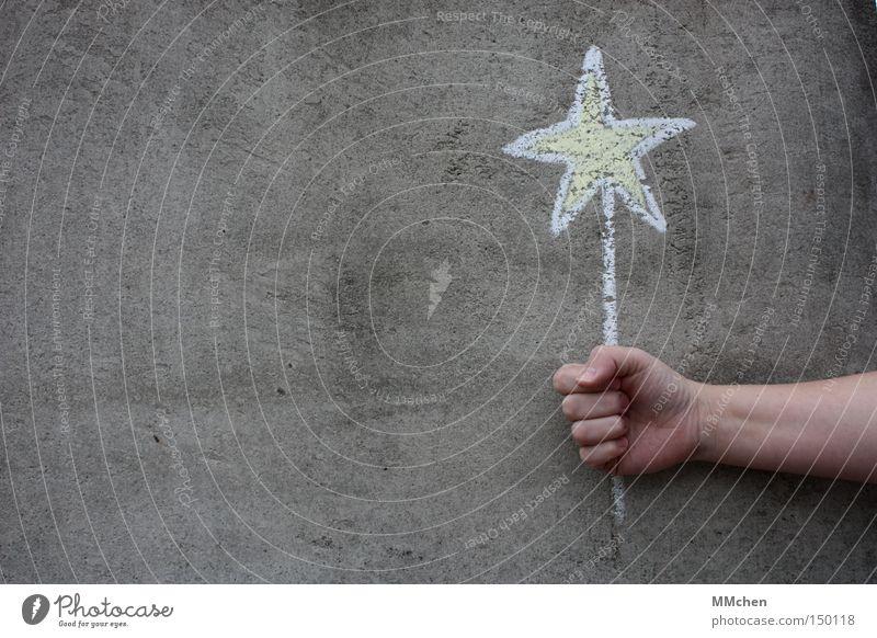Star Stern (Symbol) Glück Glückwünsche Wunsch Kreide Hand grau gelb weiß Geschenk Weihnachtsstern Geburtstag Weihnachten & Advent Graffiti Wandmalereien