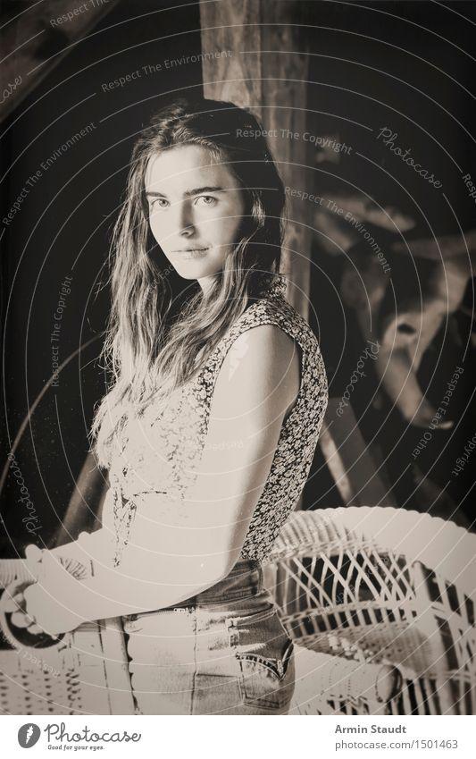 Country-Porträt Mensch Frau Jugendliche schön Sommer Junge Frau dunkel Erwachsene natürlich feminin Stil Lifestyle Zeit Design Zufriedenheit 13-18 Jahre