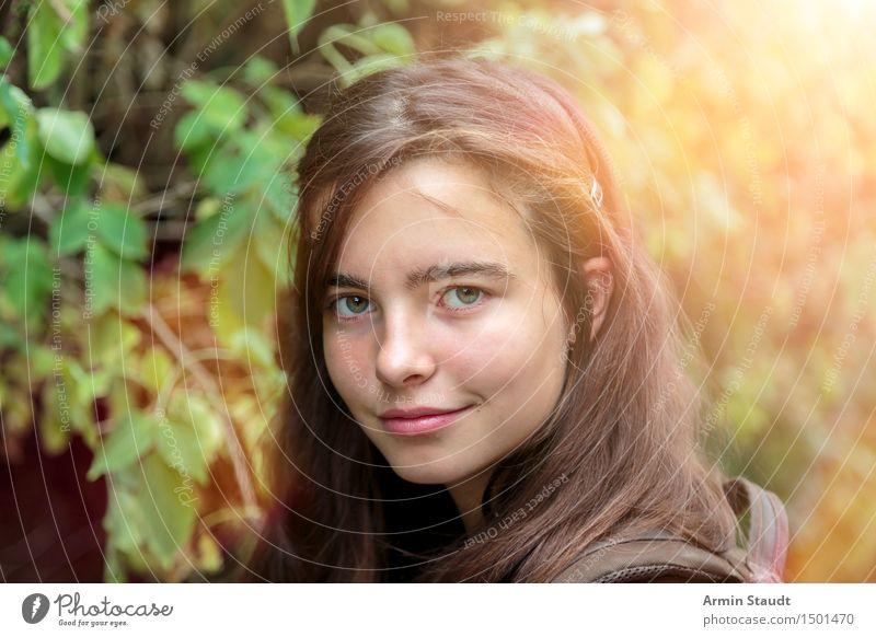 Porträt - Wald Mensch Frau Natur Ferien & Urlaub & Reisen Jugendliche schön Sommer Junge Frau Freude Gesicht Erwachsene Leben Gefühle feminin Lifestyle