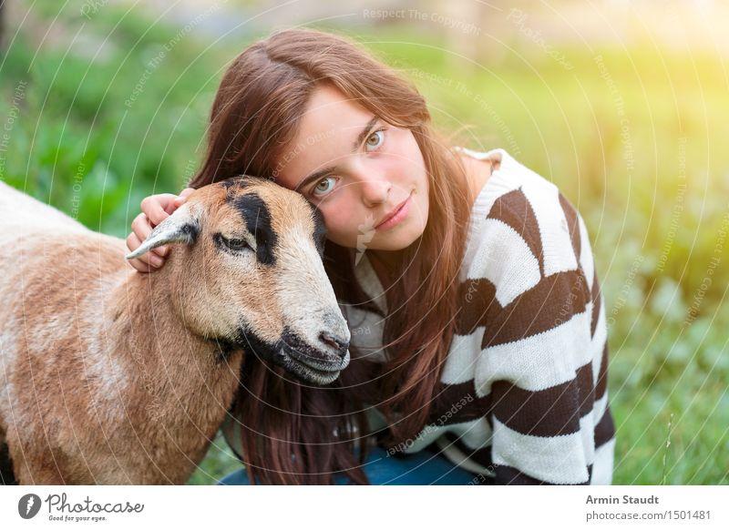 Immer noch Tierlieb Lifestyle Freude Glück schön Gesicht Leben Zufriedenheit Mensch feminin Junge Frau Jugendliche 1 13-18 Jahre Natur Schönes Wetter berühren