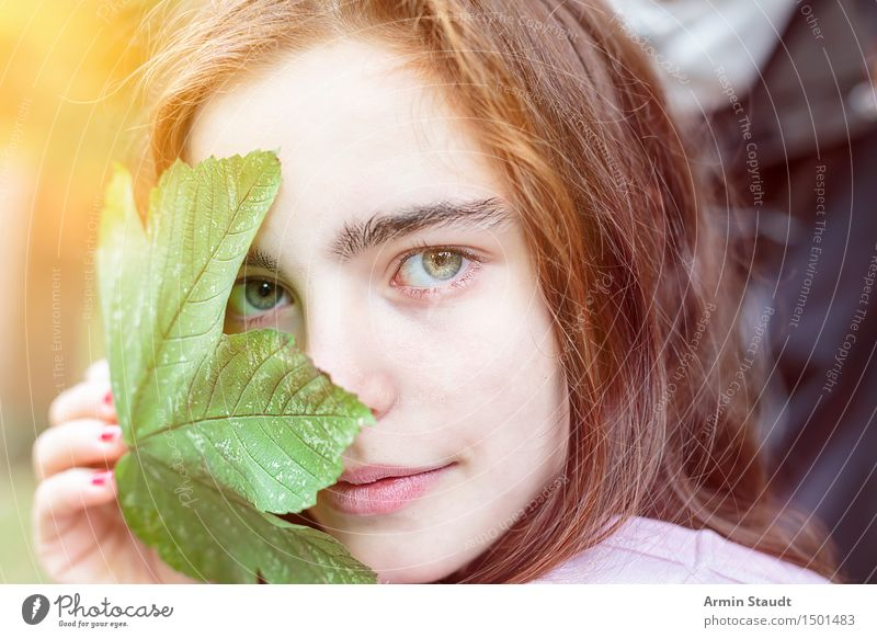 japanophiles Kitschporträt Mensch Frau Natur Jugendliche schön Junge Frau Erholung Blatt Gesicht Erwachsene Leben Gefühle feminin Stil Gesundheit Glück