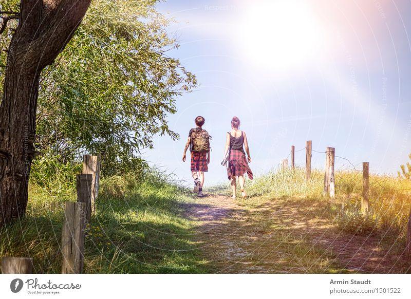 Weg zum Strand Mensch Natur Ferien & Urlaub & Reisen Jugendliche schön Sommer Sonne Landschaft Freude Reisefotografie Leben Wege & Pfade feminin