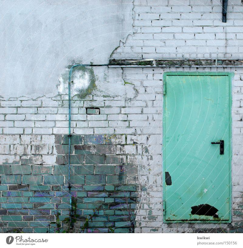 Türstopper alt Haus Wand Leben Mauer Arbeit & Erwerbstätigkeit Tür Häusliches Leben Industrie Industriefotografie verfallen Tor schließen Durchgang baufällig Stabilität