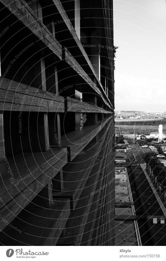 Der Wand entlang Holz Architektur Perspektive Zukunft Aussicht Balkon Geländer Treppengeländer Brückengeländer