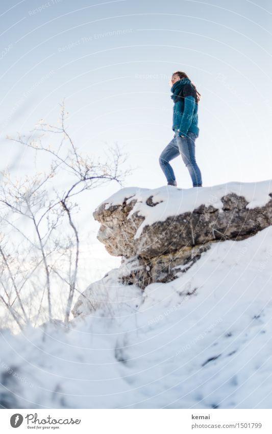 Am Höhepunkt (III) Mensch Frau Natur Landschaft ruhig Ferne Winter Erwachsene Umwelt Leben Schnee feminin Stil Lifestyle Freiheit Felsen