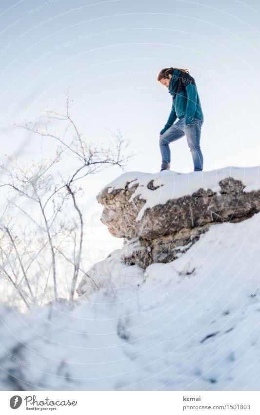 Am Höhepunkt (II) Lifestyle Stil Abenteuer Ferne Freiheit Mensch feminin Frau Erwachsene Leben 1 30-45 Jahre Umwelt Natur Landschaft Wolkenloser Himmel