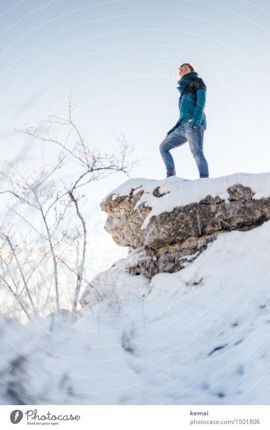 Am Höhepunkt (I) Mensch Frau Natur Landschaft ruhig Ferne Winter Erwachsene Umwelt Leben Schnee feminin Stil Lifestyle Freiheit Felsen