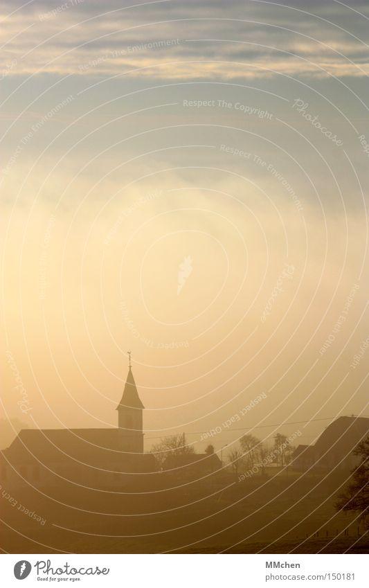 SchattenRiss Herbst Silhouette Religion & Glaube Nebel Wetter Perspektive Kirche Dorf Dunst unklar Schall Gotteshäuser Kirchturm Eifel Turmspitze