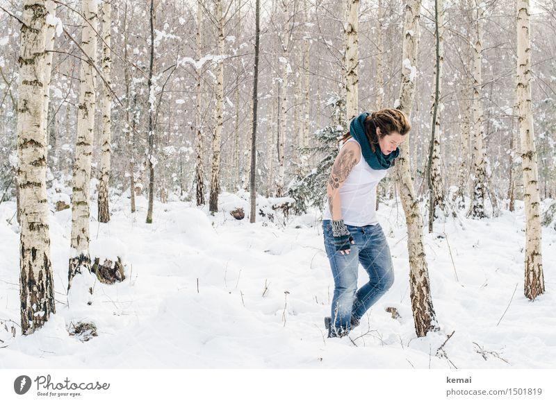 Spending my time with trees (IV) Lifestyle Stil Freizeit & Hobby Abenteuer Freiheit Winter Schnee Mensch feminin Frau Erwachsene Leben Körper 1 30-45 Jahre
