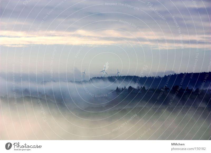 Am Rande der Welt Himmel blau Wald Herbst grau Nebel Wetter groß Aussicht Dorf Windkraftanlage mystisch Wohnsiedlung Natur Rheinland-Pfalz Eifel