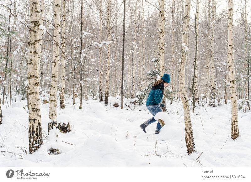 Spending my time with trees (II) Mensch Frau weiß Baum Freude Winter Wald kalt Erwachsene Leben Schnee feminin Stil Spielen Lifestyle Freiheit