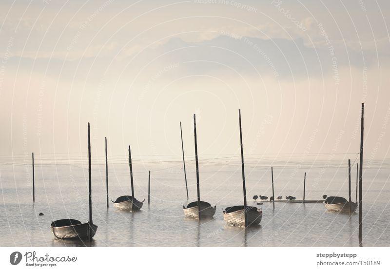 In the morning ruhig kalt Herbst See Wasserfahrzeug Stimmung Nebel geheimnisvoll traumhaft Märchenlandschaft