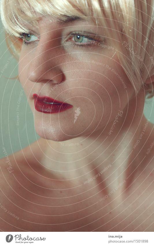_ Mensch feminin Junge Frau Jugendliche Erwachsene Leben Haare & Frisuren Gesicht 1 18-30 Jahre 30-45 Jahre blond kurzhaarig Perücke Scheitel Pony ästhetisch