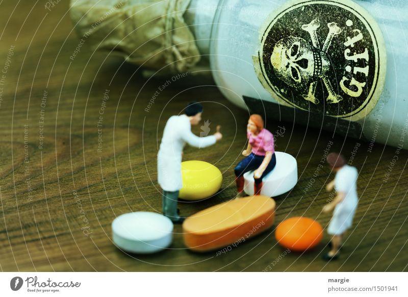 Miniwelten - GIFT Mensch Frau Mann weiß Erwachsene feminin Gesundheit Gesundheitswesen braun orange maskulin gefährlich trinken Beruf Krankheit Medikament