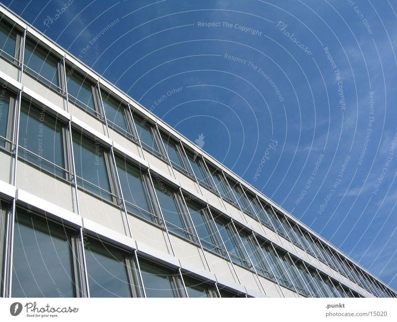 Hausecke Bürogebäude Glasfassade Architektur Blauer Himmel