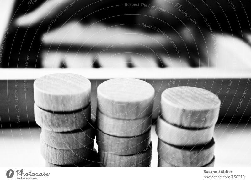 Du bist dran! Hand Sommer Spielen Würfel Holz Stein Erfolg rund Langeweile Spielfigur Zacken Verlierer Spielbrett Backgammon