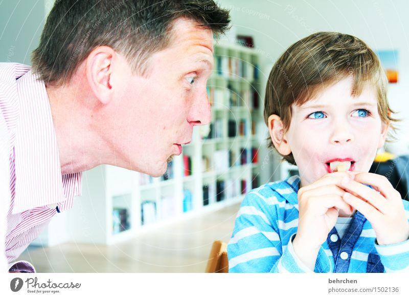 *5*...sooooo groß schon:) Kind Mann blau schön Hand Freude Gesicht Erwachsene Auge Junge Spielen Familie & Verwandtschaft Haare & Frisuren Kopf maskulin Eis