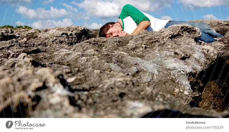 toni und portugal Mann Himmel Strand Wolken Stein Küste Felsen schlafen Pause Müdigkeit Portugal Klippe Erschöpfung
