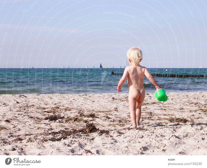 Nackedei Mensch Kind Himmel Wasser Ferien & Urlaub & Reisen Sommer Meer Mädchen Strand Umwelt nackt Spielen Küste klein Sand Horizont