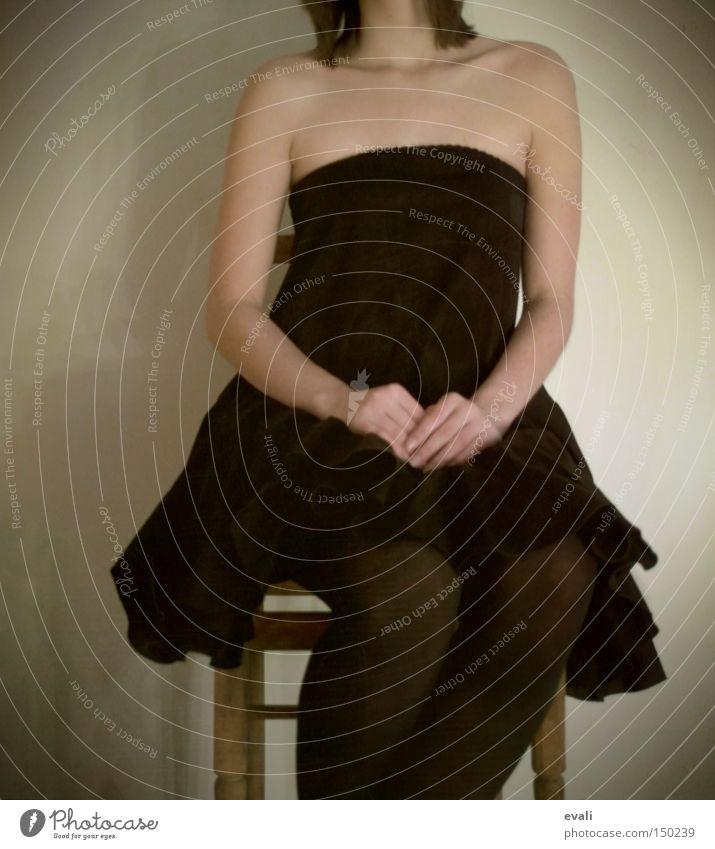 Please slow it down Frau sitzen schwarz Kleid Bekleidung Schulter warten kopflos woman chair Stuhl black shoulders Arme arms waiting