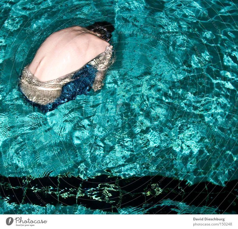 Treibgut Wasser Schwimmbad türkis tauchen Körper Schwimmen & Baden 1 Mensch einzeln Ein Mann allein Männerkörper Männerrücken Männeroberkörper Wasseroberfläche