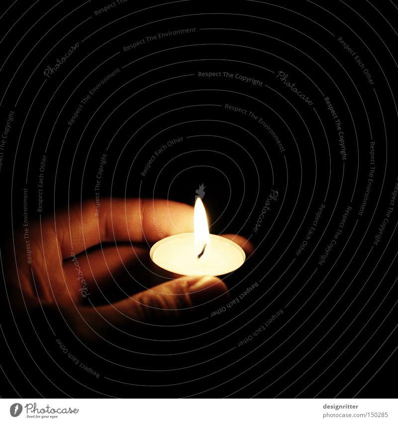 heimleuchten Kerze Teelicht Licht Lampe Beleuchtung hell dunkel Orientierung finden Gefühle fallen Hinterhalt Falle zeigen Wegweiser Wegekreuz Sicherheit