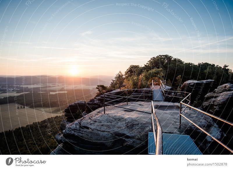 Gelände mit Geländer Abenteuer Ferne Freiheit Umwelt Natur Landschaft Himmel Wolken Sonne Sonnenaufgang Sonnenuntergang Sonnenlicht Sommer Schönes Wetter Baum