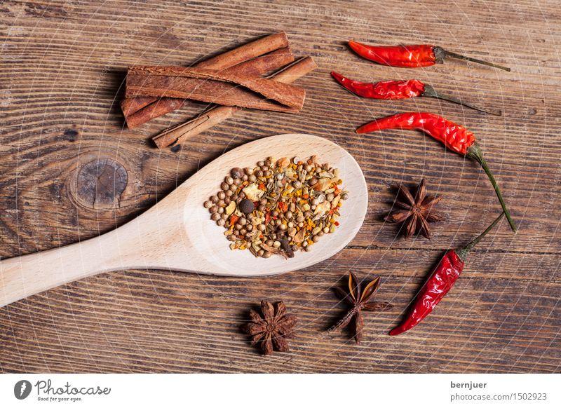 Tim Curry Lebensmittel Kräuter & Gewürze Bioprodukte Vegetarische Ernährung Asiatische Küche Löffel exotisch gut braun rot Ehrlichkeit authentisch Zimt Chili
