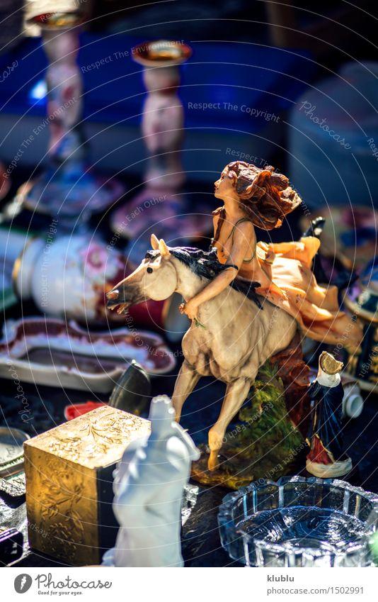 Portugal, Lissabon, alte Gegenstände in Ladra-Flohmarkt kaufen Ferien & Urlaub & Reisen Tourismus Kunst Kultur Straße verkaufen Alfama Bild Käufer Menge