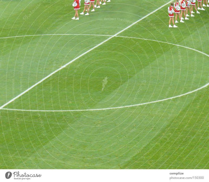 Tanz grün Sport Spielen Linie Tanzen Fußball Platz Beginn Show Rasen Regel Sportveranstaltung Spielregel Stadion Fußballplatz Ballsport