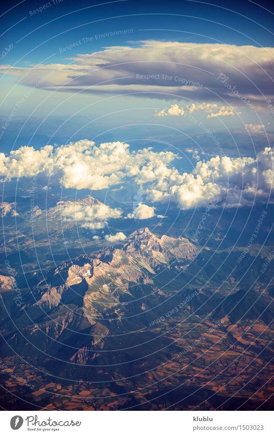 Ansicht der Berge vom Flugzeugfenster während des Fluges schön Ferien & Urlaub & Reisen Tourismus Schnee Berge u. Gebirge Natur Landschaft Himmel Wolken