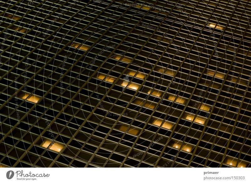 Stadtnacht Einsamkeit Leben Fenster Wärme Traurigkeit Deutschland Hochhaus Hotel tief Tiefenschärfe Nacht Licht Nachtleben