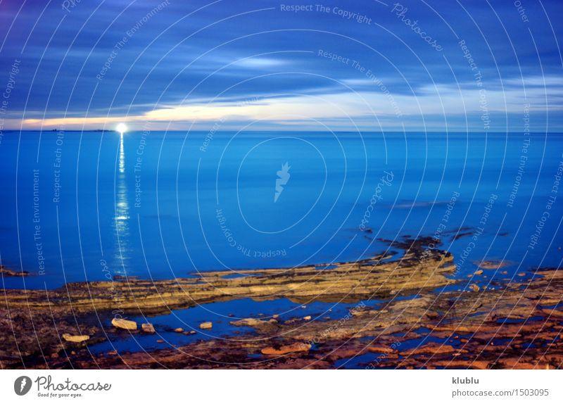Leuchtturm in der Abenddämmerung, in einer langen Belichtungszeit (England) Kreuzfahrt Meer Lampe Wolken Felsen Küste Hafen Fähre Wasserfahrzeug Gefühle