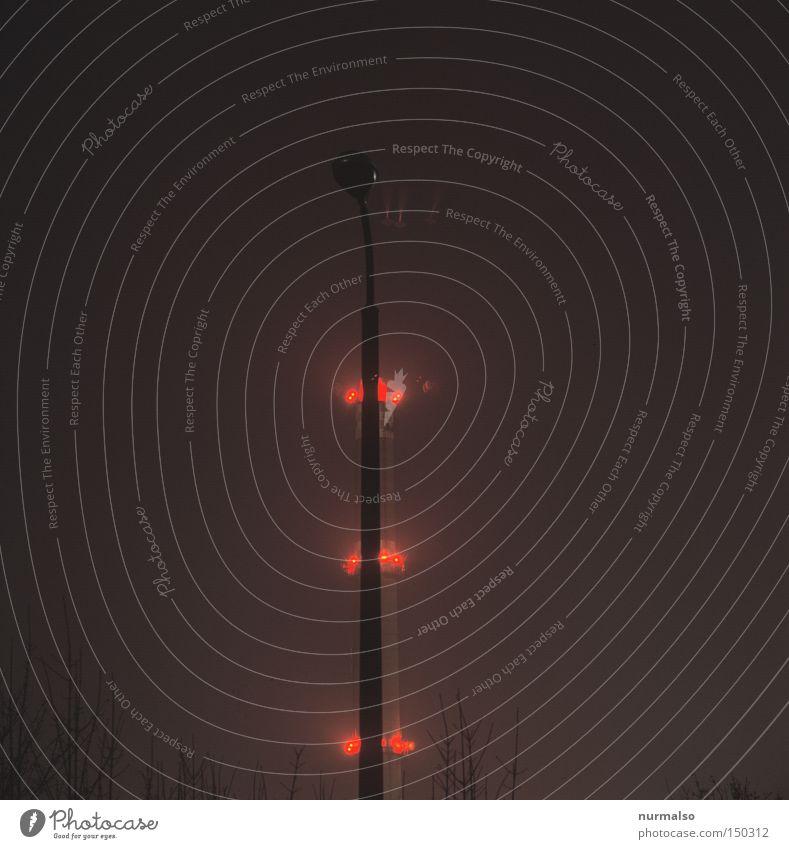 Elektrik Tannebaum rot Lampe hell Klima hoch Flugzeug Industrie Industriefotografie Weihnachtsbaum Tanne Abgas Schornstein Vorsicht Heizung Kohlendioxid Heizkraftwerk