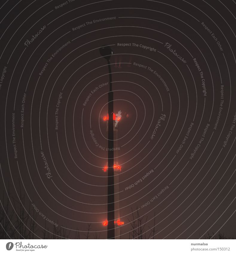 Elektrik Tannebaum Weihnachtsbaum Lampe Licht hell Schornstein Abgas Heizung Kohlendioxid rot Flugzeug Heizkraftwerk Industriefotografie hoch Vorsicht Klima