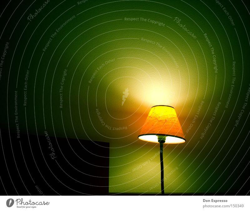 Another Late Night Häusliches Leben Lampe Schlafzimmer schlafen träumen dunkel grün Müdigkeit Einsamkeit Beleuchtung Laterne Lampenschirm spät wach aufwachen