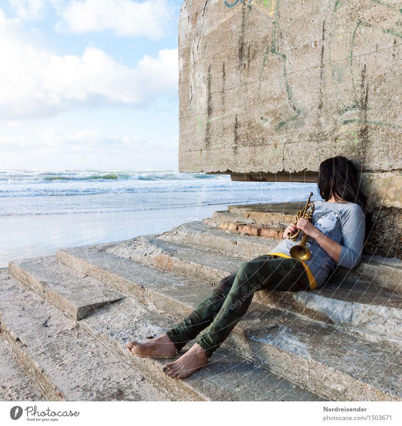 Schaltbubu | Den Tag verträumen Mensch Frau Wasser Meer Erholung Einsamkeit ruhig Strand Erwachsene Wand Architektur Traurigkeit feminin Küste Mauer