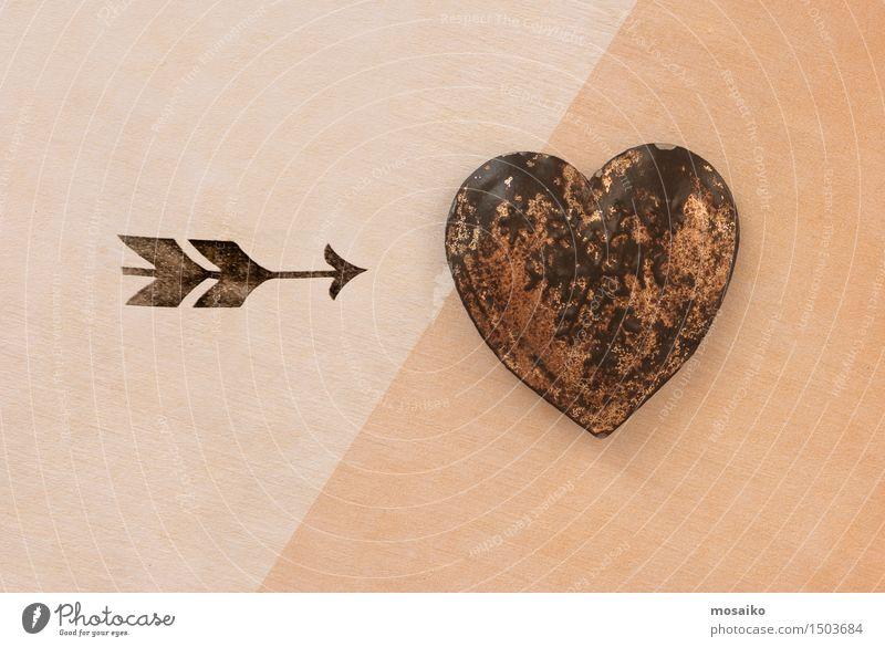 Herz und Pfeil alt Liebe Lifestyle Design Lebensfreude retro Zeichen Hoffnung Ziel Symbole & Metaphern Leidenschaft Rost Verliebtheit diagonal