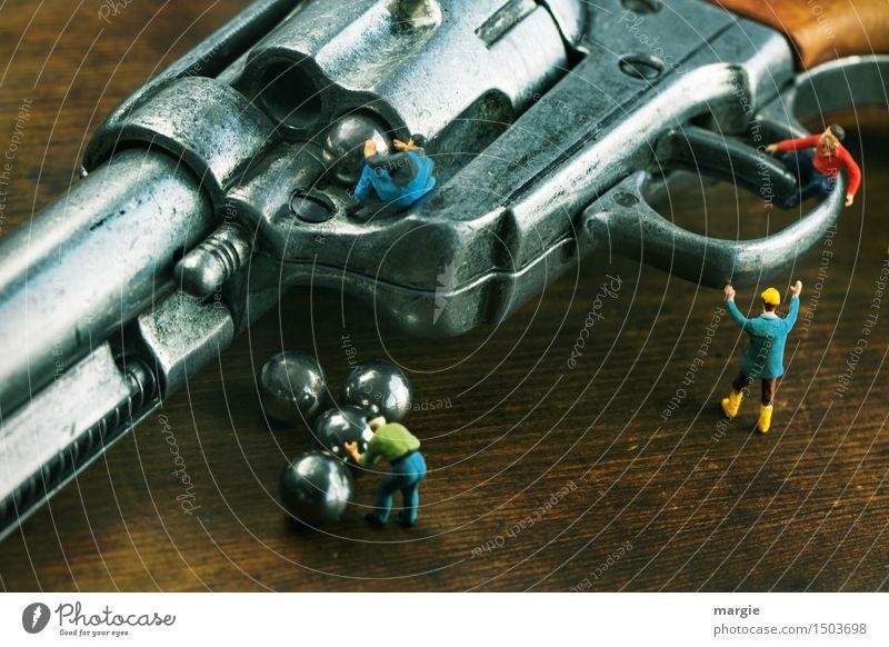 Miniwelten - ... und Schuss Mensch Mann Erwachsene braun maskulin Angst Technik & Technologie gefährlich Kugel Gewalt Figur silber Maschine Arbeiter Hass Waffe