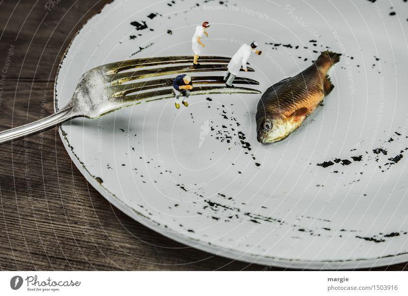 Miniwelten - F(r)isch auf dem Teller Mensch Frau Mann Tier Erwachsene Speise feminin grau braun maskulin Ernährung Kochen & Garen & Backen Fisch Bioprodukte