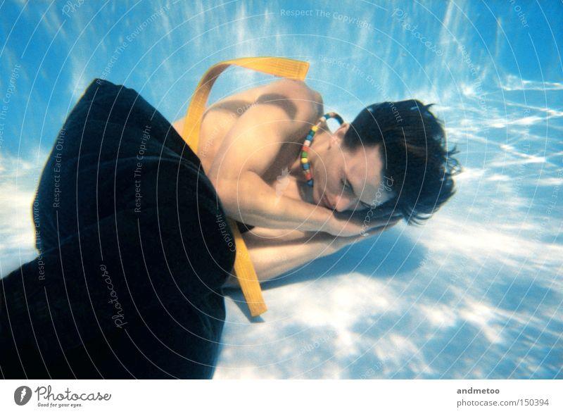 RESTLESS Schwimmbad Unterwasseraufnahme Reflexion & Spiegelung Denken blau Wasser Trinkwasser Mann Gürtel Hose schlafen Erholung träumen Reflexion u. Spiegelung
