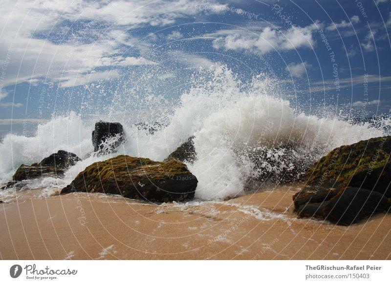 Wie Sand am Meer Strand Meerwasser Wellen Hawaii USA Stein blau Himmel Wolken weiß