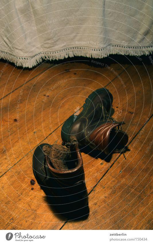 Nikolaus after work Winter Schuhe Bekleidung schlafen paarweise Bett Pause Freizeit & Hobby Sofa Stiefel Handel Flur Decke Barfuß Holzfußboden entkleiden