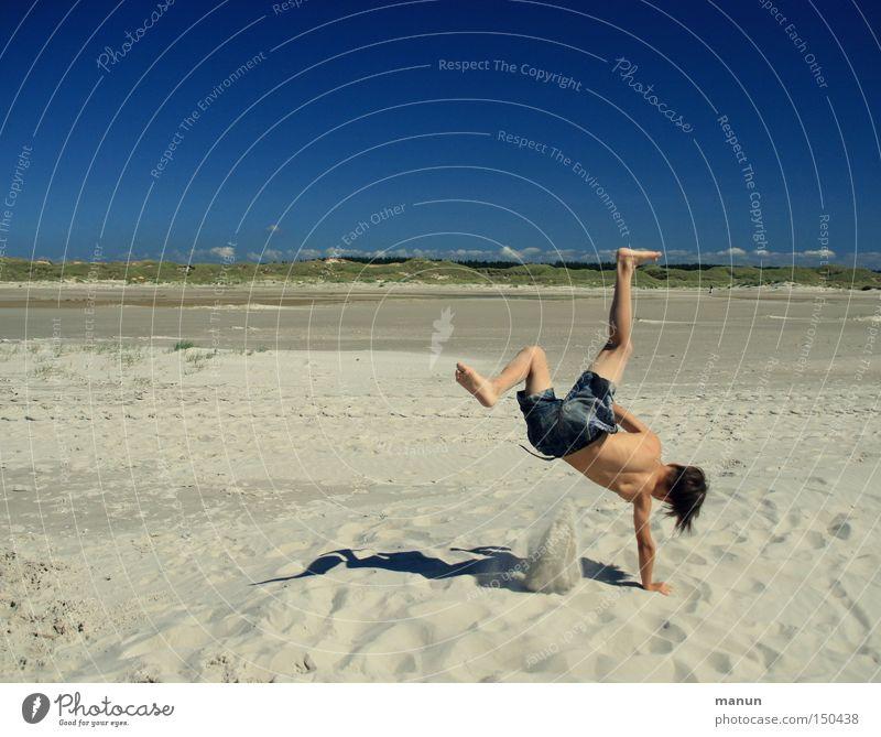 funny break Jugendliche blau Sommer Freude Strand Spielen Bewegung Glück Sand Gesundheit Freizeit & Hobby Lebensfreude sportlich Wohlgefühl Unbekümmertheit