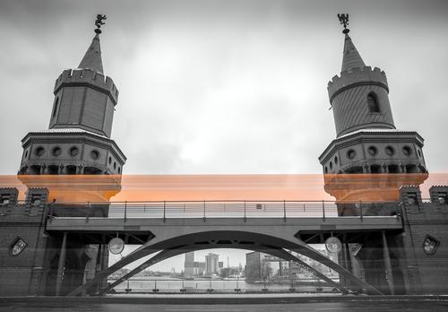 Oberbaumbruecke Ferien & Urlaub & Reisen weiß schwarz gelb Architektur grau Metall Tourismus Geschwindigkeit Beton Brücke Güterverkehr & Logistik Wahrzeichen