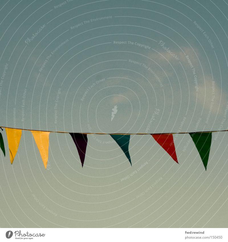 Mit nicht wehenden Fahnen Herbst Farbe Himmel Straßenfest Wärme Tag Nachmittag gelb blau mehrfarbig Party Feste & Feiern gebrauchtwagenhändler diskounter