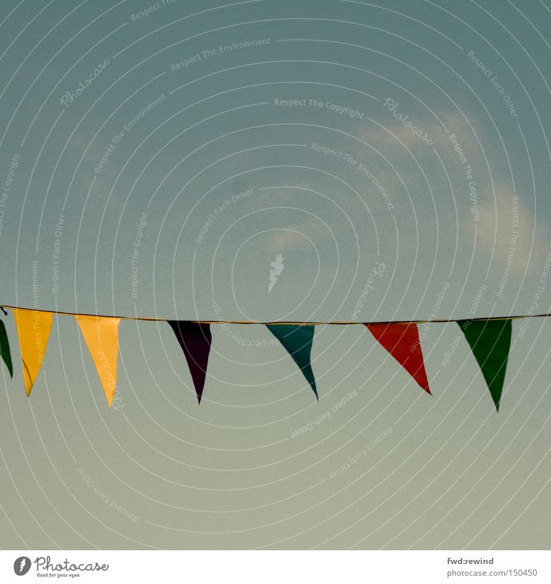 Mit nicht wehenden Fahnen Himmel blau gelb Farbe Herbst Party Wärme Feste & Feiern Fahne Nachmittag Straßenfest