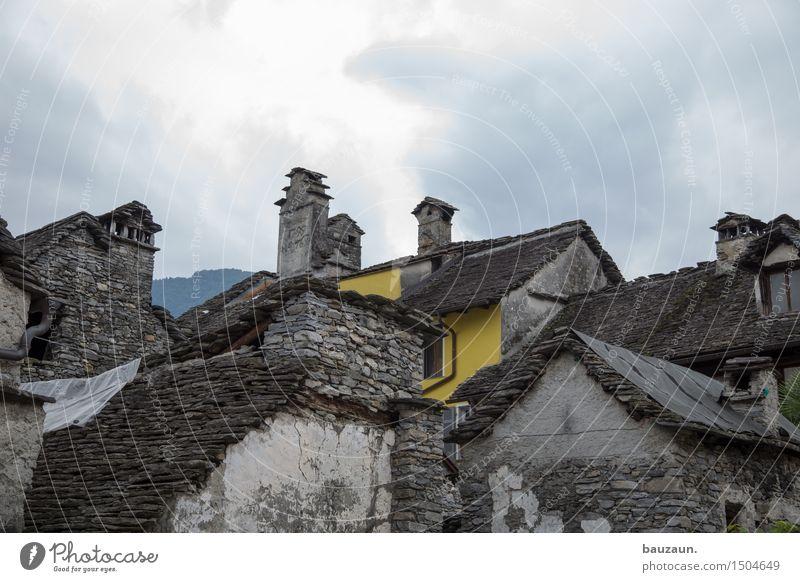 gelb. Himmel Wolken Haus Wand Architektur Gebäude Mauer Stein Fassade Wohnung Tourismus Wetter Häusliches Leben Wind Ausflug Klima