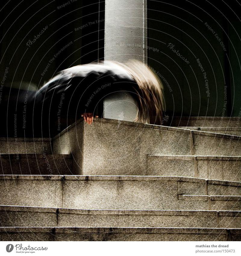 BLN 08 | MOVING Katze Mann Stadt schwarz dunkel Bewegung Kraft Treppe Beton Klettern geheimnisvoll Verkehrswege extrem Extremsport Mensch